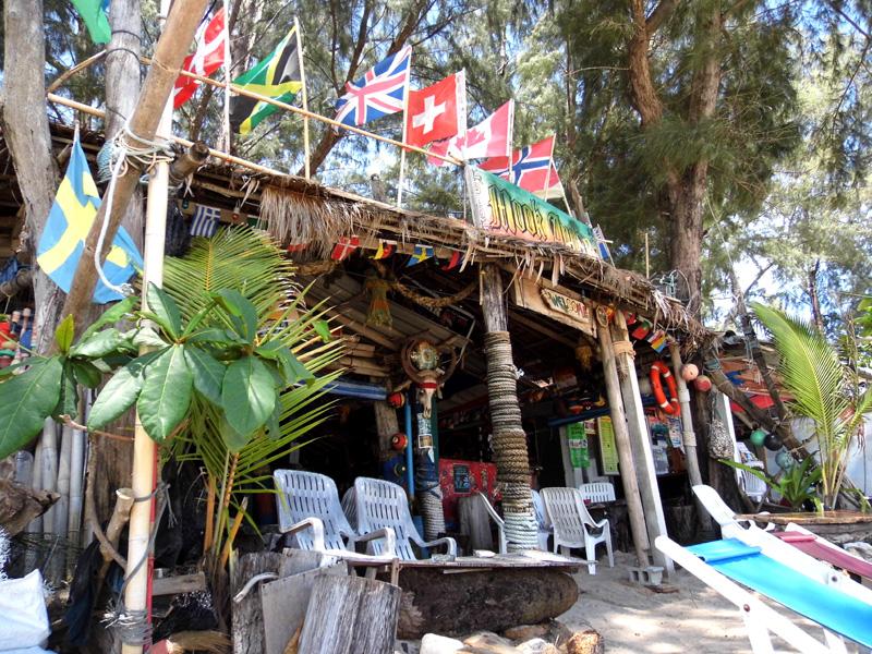 Mook Anda Bar, Koh Kwang beach, Koh Lanta, Thailand