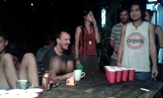 bluetongue backpackers brisbane, beer pong, friends, australia