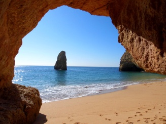 Praia da Cavalho cave, Algarve, Portugal