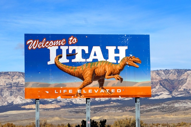 Welcome To Utah - dinosaur sign