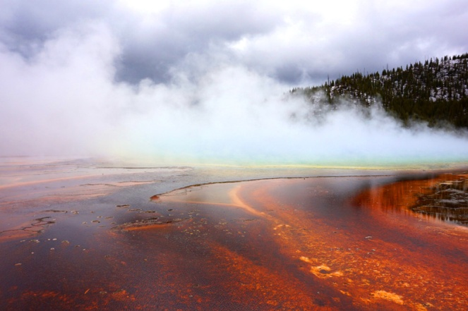 Geothermal hot spring pool, Yellowstone National Park, USA