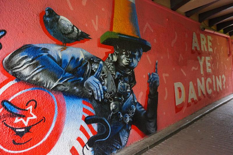 Duke of Wellington & pigeon street art with